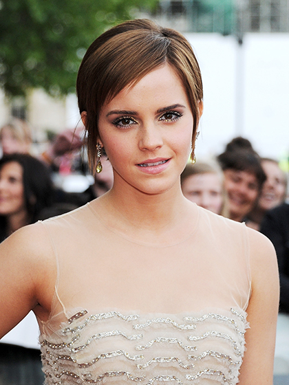 LONDON, ENGLAND - JULY 07: (EMBARGOED FOR PUBLICATION IN UK TABLOID NEWSPAPERS UNTIL 48 HOURS AFTER CREATE DATE AND TIME. MANDATORY CREDIT PHOTO BY DAVE M. BENETT/GETTY IMAGES REQUIRED) Actress Emma Watson arrives at the World Premiere of 'Harry Potter And The Deathly Hallows Part 2' in Trafalgar Square on July 7, 2011 in London, England. (Photo by Dave M. Benett/Getty Images)