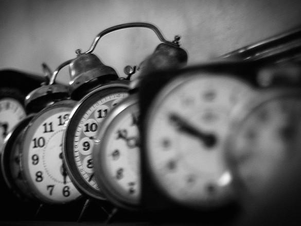 When do the clocks go forward in 2016?