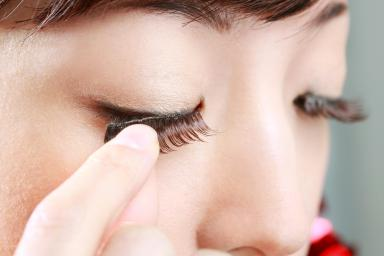 Step-By-Step Instructions For Applying Fake Eyelashes