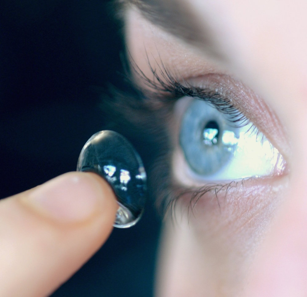 Mandatory Credit: Photo by Voisin/Phanie/REX/Shutterstock (438340c) WOMAN PUTTING IN CONTACT LENS - MODEL RELEASED WOMAN WITH CONTACT LENSES