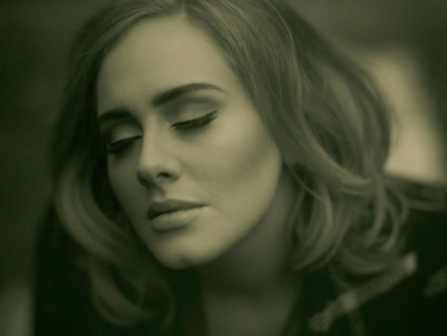 How to do Adele's perfect eyeliner by her actual make-up artist