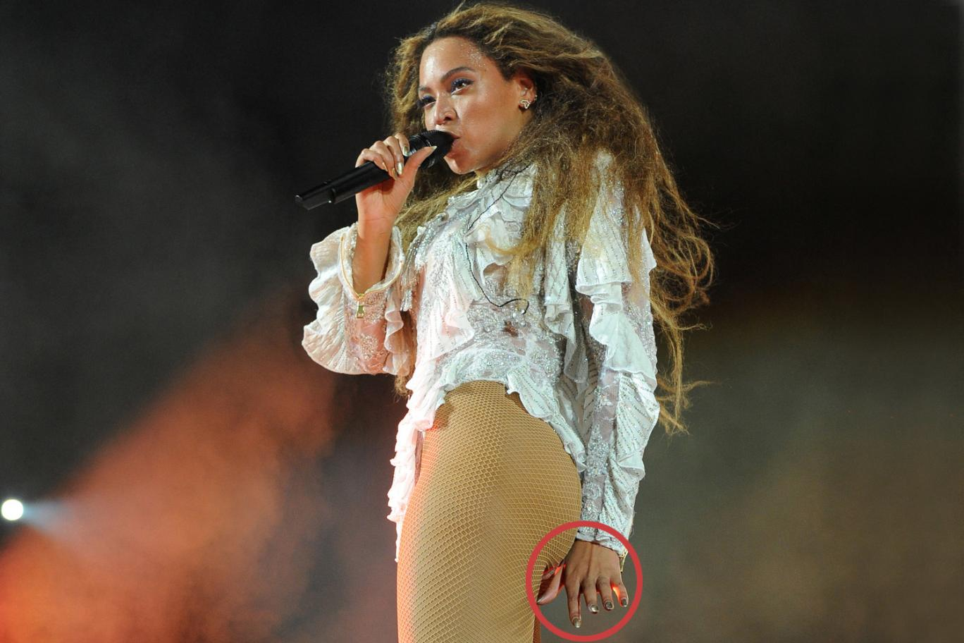 Beyonce And Jay-Z Pictured Without Wedding Rings Amid Cheating Speculation
