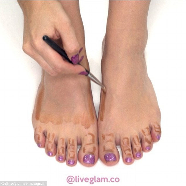 Step by step: The tutorial uses foundation, and then a cream contour colour to sculpt the toes and sides of the feet Read more: http://www.dailymail.co.uk/femail/article-3568825/Tutorial-shows-contour-feet.html#ixzz47a2glHcB Follow us: @MailOnline on Twitter | DailyMail on Facebook
